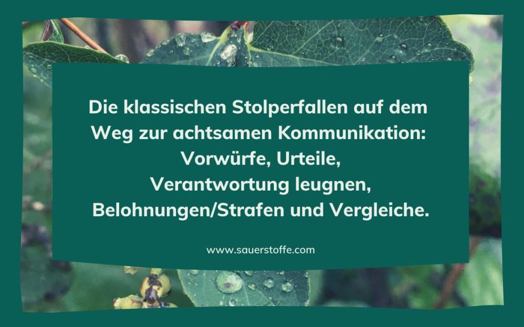 Beitragsfoto Die klassischen Stolperfallen auf dem Weg zur achtsamen Kommunikation: Vorwürfe, Urteile, Verantwortung leugnen, Belohnungen/Strafen und Vergleiche.